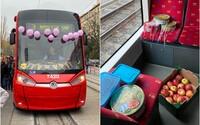 Vodič električky v Bratislave vyčaril úsmev na tvári cestujúcim počas svojich narodenín. Vyzdobil ju a ponúkal sladkosti zadarmo