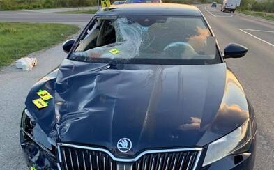 Vodič zrazil chodca, pokračoval v jazde a spôsobil ešte dve ďalšie nehody. Muž, ktorého zrazil, na mieste zomrel