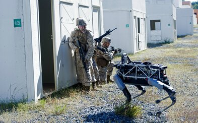Vojáci otestovali robotického psa od Googlu v simulovaném boji. Podařilo se mu obstát?