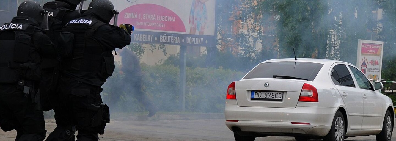 Vojna slovenskej mafie a Albáncov bola násilná. Atentátnikovi vybuchol v ruke granát, jeho telo letelo niekoľko metrov