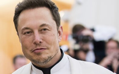 Vráťte ľuďom slobodu, tieto obmedzenia sú fašistické, kričí Elon Musk na Twitteri. Opäť spochybňuje závažnosť koronavírusu