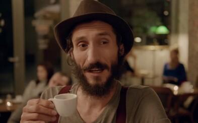 Vtipná reklama na Popradskú kávu paroduje hipsterov či čajočky. Uznali jej kvality vďaka šikovnému triku