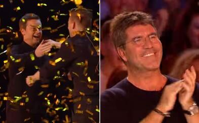 Vtipného kúzelníka s tequilou poslali v talentovej šou zlatým bzučiakom až do semifinále! Ani Simon Cowell neskrýval svoj pobavený úsmev