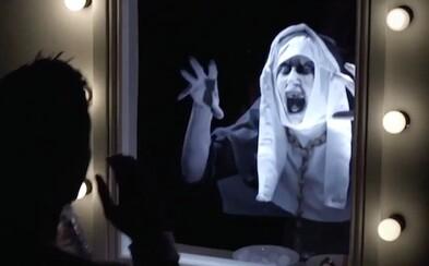 Vtipný, ale hrozivý žartík od tvorcov hororu V zajatí démonov v tebe prebudí strach zo zrkadiel