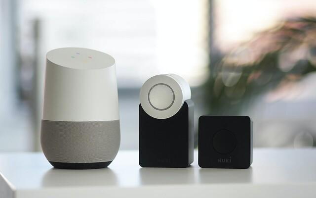 Vybavit si byt smart technologiemi podle našeho návodu nemusí být drahé. Podívali jsme se na různé značky a druhy gadgetů