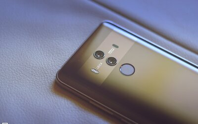 Výbavou se rovná iPhonu X, ale má Android. High-end smartphone Huawei Mate 10 Pro posouvá hranice (Recenze)