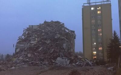 Výbuch paneláku v Prešově: Prorazili plynové potrubí, protože změnili trasu výkopu