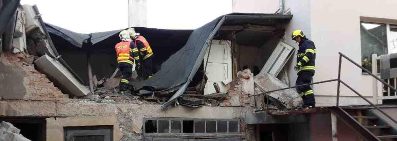 Výbuch plynu v Litovli: Jeden člověk utrpěl popáleniny po celém těle, musel být uveden na plicní ventilaci
