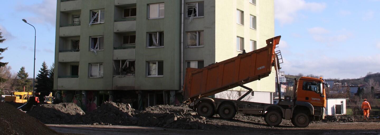 Výbuch plynu v Prešově: Demolice bytovky začíná, na cestě je český speciál, lidé poslali poškozeným už dva miliony eur