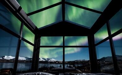 Vychutnajte si pohľad na očarujúcu polárnu žiaru priamo z postele tejto islandskej chatky