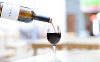 Vydaj sa na štvormesačnú cestu plnú alkoholu a cestovania. Americká firma vyrábajúca vína ti môže splniť tvoj pracovný sen