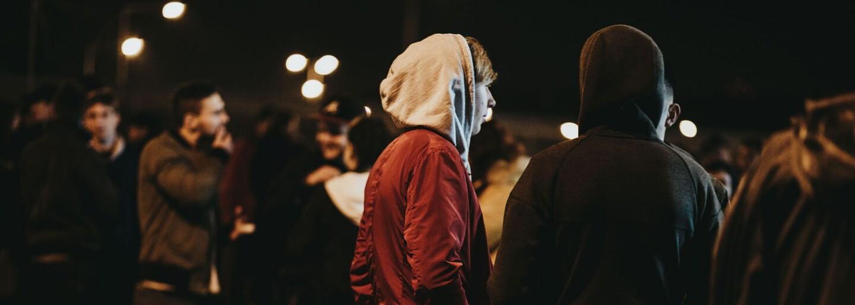 Vyfotili jsme outfity módních nadšenců, kteří si přišli ulovit svůj pár tenisek Yeezy. Čím se nás pokusili oslnit?