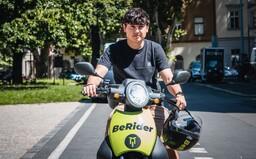 Vyjeď do pražských ulic na sdíleném skútru. Zábavnou variantu dopravy jsme si vyzkoušeli i my, byli jsme nadšení