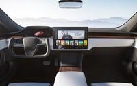 Vylepšená Tesla Model S má ještě futurističtější interiér nabitý technologiemi