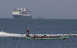 Výletní loď s 2000 lidmi na palubě nechtěli vpustit do žádného přístavu. Po několika zoufalých dnech konečně zakotvila