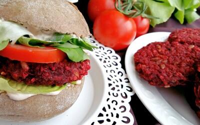 Vynikající veganské burgery, které pravděpodobně okouzlí i milovníky masa (Recept)