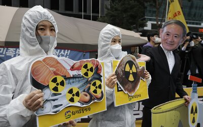 Vypij vodu z Fukušimy, vzkázala Čína japonskému vicepremiérovi. Ten se chlubil, že radioaktivitu odstranili