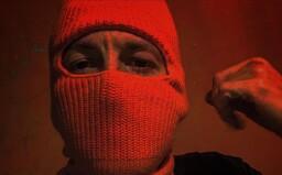 Vyrost jsem v trapu, kolem mě drogy, vzpomíná Hugo Toxxx. S chicagským Z Moneyem posílají nový videoklip