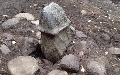 Vyše 2500 rokov starý kameň v podobe penisu mohol byť oltárom na obetovanie zvierat