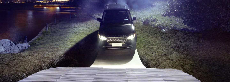 Vyše dvojtonový Range Rover sa na oslavu 45. výročia prešiel po čínskom moste zhotovenom iba z papiera
