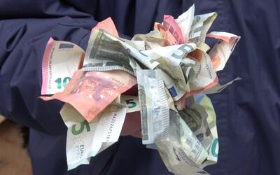 Výška priemernej nominálnej mzdy vzrástla na 1100 €, čo je skoro o 100 € viac než minulý rok
