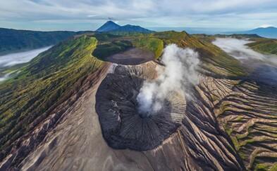 Vyskúšaj si pohľad na známe miesta z vtáčej perspektívy v 360 stupňoch. Nechýba sopka, New York či Krym