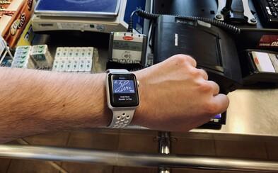 Vyskúšali sme Apple Pay. Ako reagovali predavačky, keď sme platili hodinkami a budú Slováci vôbec službu využívať?
