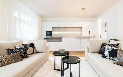 Vysoké stropy, dubové podlahy a pešia dostupnosť Starého Mesta. Toto je najkrajší zrekonštruovaný 3-izbový byt v hlavnom meste