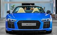 Vyšperkované 540-koňové Audi R8 V10 Spyder ako matná modrá lahôdka na leto plná karbónu