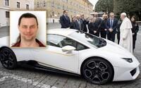 Vyspovedali sme nového majiteľa pápežovho Lamborghini: Veriaci nie som a je mi jedno, že mi budú ľudia závidieť