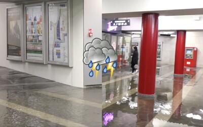 Vytopené Trnavské mýto a autá zaseknuté vo vode: Bratislavu znovu zaskočila intenzívna búrka
