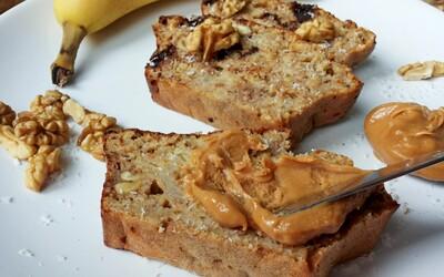 Výživný a chutný fit banánový chlebík, ktorý si zamilujete (Recept)