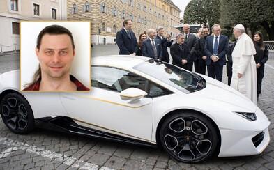 Vyzpovídali jsme nového majitele papežova Lamborghini: Věřící nejsem. Že mi lidi budou závidět, je mi jedno