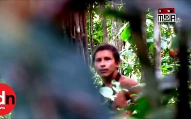 Vzácne nové video zachytáva člena kmeňa, ktorý doteraz nebol nikdy kontaktovaný