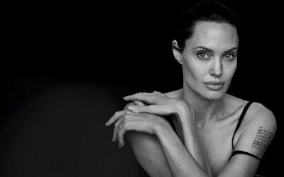 Vždy nádherná Angelina Jolie sa nenechala zlomiť životom a ako balerína pretancovala aj sériou výborných fotografií