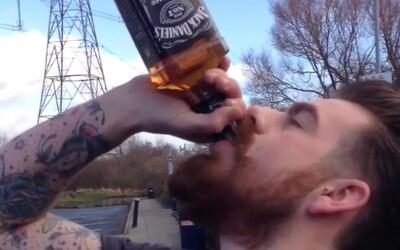 Walesan so železnou pečeňou vypil fľašu Jack Daniel's za 13 sekúnd!
