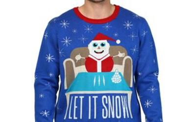 Walmart predáva sveter so Santa Clausom a čiarami kokaínu. Bizarne znie aj slogan Let it snow