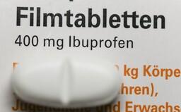 WHO radí: namiesto ibuprofénu na horúčku spôsobenú koronavírusom naozaj radšej užívaj paracetamol