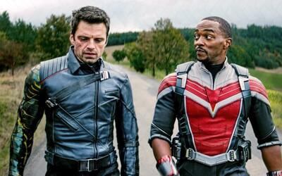 Winter Soldier nechce byť s Falconom v jednom tíme. Spája ich však mlátenie nepriateľov a kamarátstvo s Captainom America