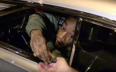 Wiz Khalifa rozdával paparazzom svoju vlastnú odrodu marihuany