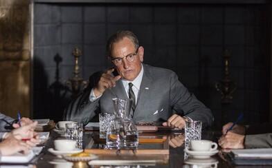 Woody Harrelson sa stáva prezidentom USA Lyndonom Johnsonom, ktorý sa snaží udržať odkaz Johna F. Kennedyho