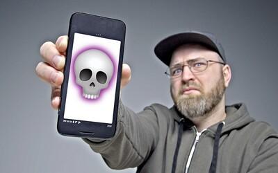 Youtuber si koupil smartphone za tisícovku a nikomu to nedoporučuje. Model od firmy Alcatel nabízí návrat do středověku