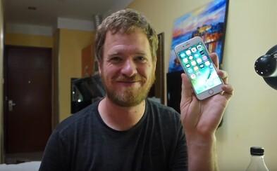 YouTuber si v Číně poskládal funkční iPhone. Místní obchody s elektronikou měly všechny potřebné součástky