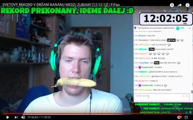 Youtuberi spravia pre sledovanosť naozaj čokoľvek. Tento Slovák držal 12 hodín banán v zuboch kvôli prekonaniu svetového rekordu