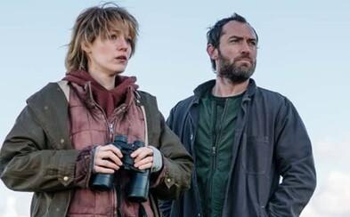 Z Blake Lively sa v thrilleri Rhytm Section stáva odhodlaná vrahyňa. Pre pomstu využije aj svoje vlastné, zvodné telo