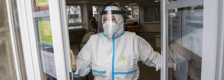 Z Británie hlásí nejvyšší počet případů koronaviru od 26. února. Indická varianta delta může pacienty připravit i o sluch