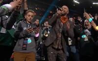 Z chlapca, ktorý na Super Bowle ignoroval Justina Timberlakea, je hviezda. Vtipná situácia má to najjednoduchšie vysvetlenie