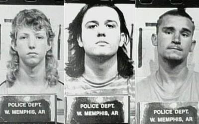 Z genitálií obete údajne vysali krv, chodili v čiernych róbach a vraždili psov. Súd ich po 18 rokoch oslobodil