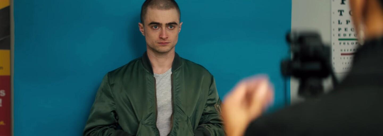 Z Harryho Pottera je v surovom a kontroverznom thrilleri nácek a bohovsky mu to sedí (Recenzia)