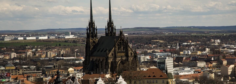 Z historického centra Brna zmizí vizuální smog a ošklivé reklamy. Město schválilo návrh památkářů, architektů a grafiků